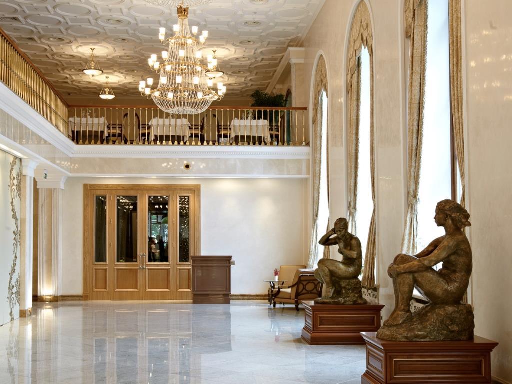 لابی زیبای هتل رادیسون رویال