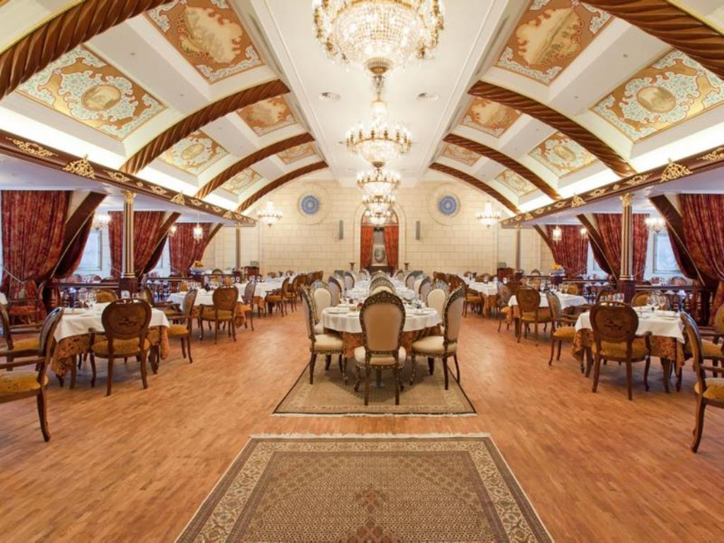 رستوران ایرانی هتل رادیسون مسکو