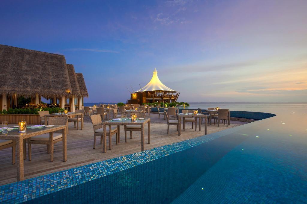 کافه لب ساحل هتل باروس مالدیو