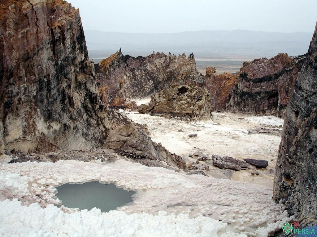 تور کوه های نمکی جاشک