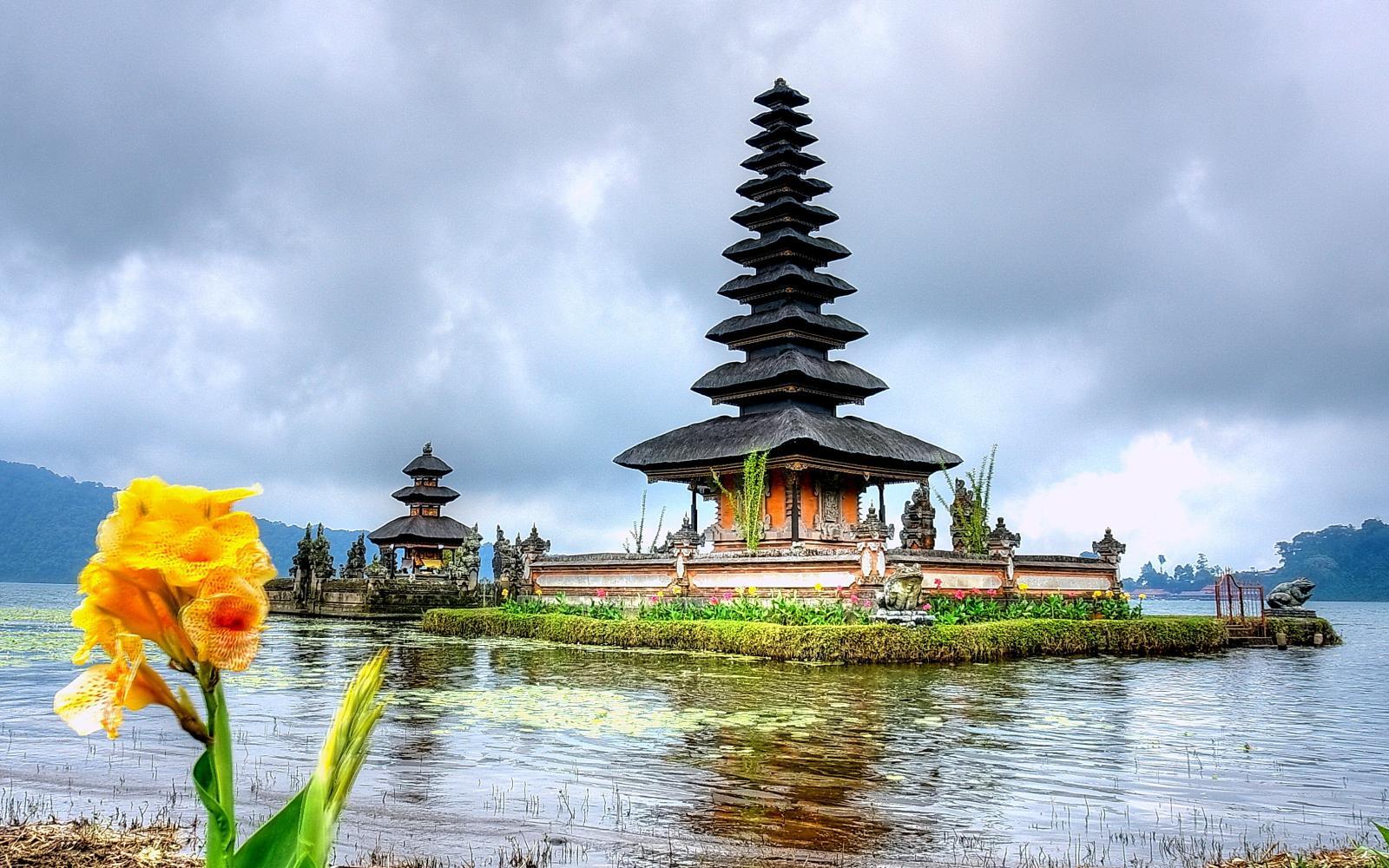 تور 4 شب کوالالامپور و 4 شب بالی با پرواز قطری