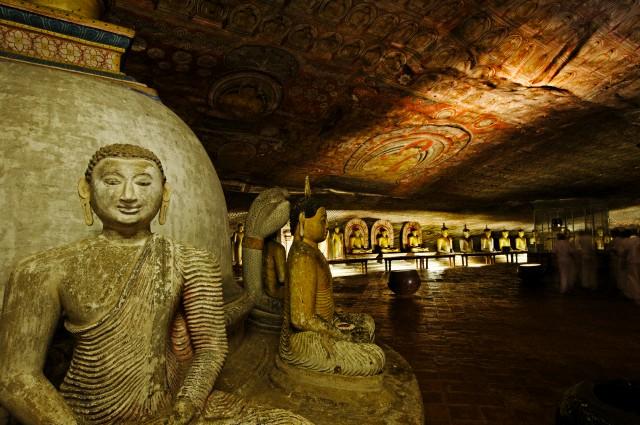 غار معبد دامبولا سریلانکا
