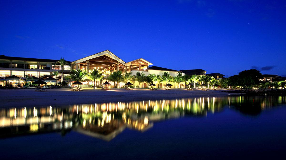 نمای هتل 5 ستاره اینترکانتیتننتال موریس در شب