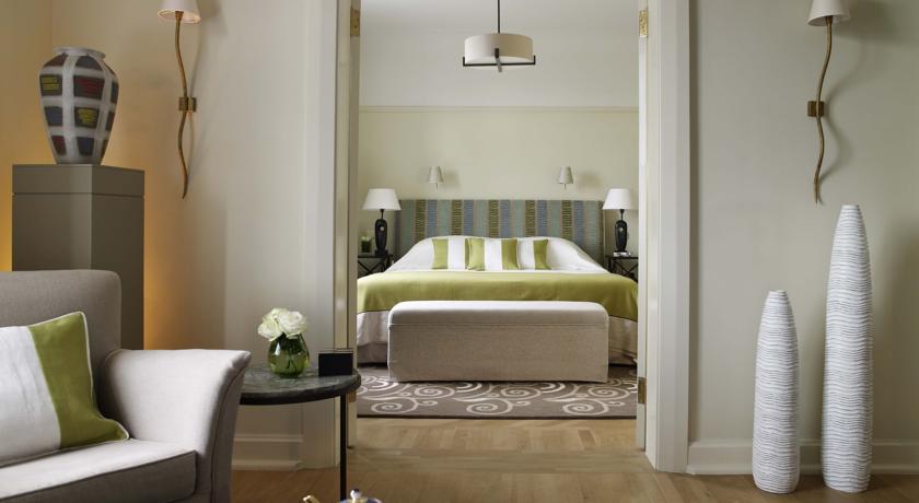 هتل روکو فورته آستوریا سنت پترزبورگ