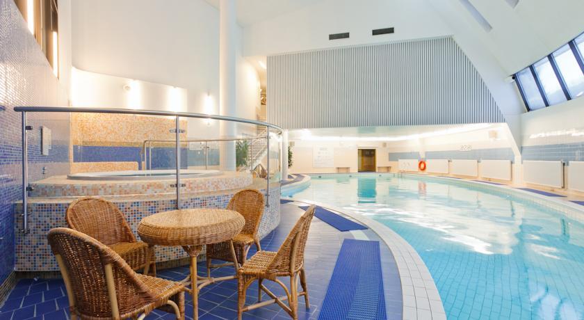 استخر هتل آزیموت المپیک
