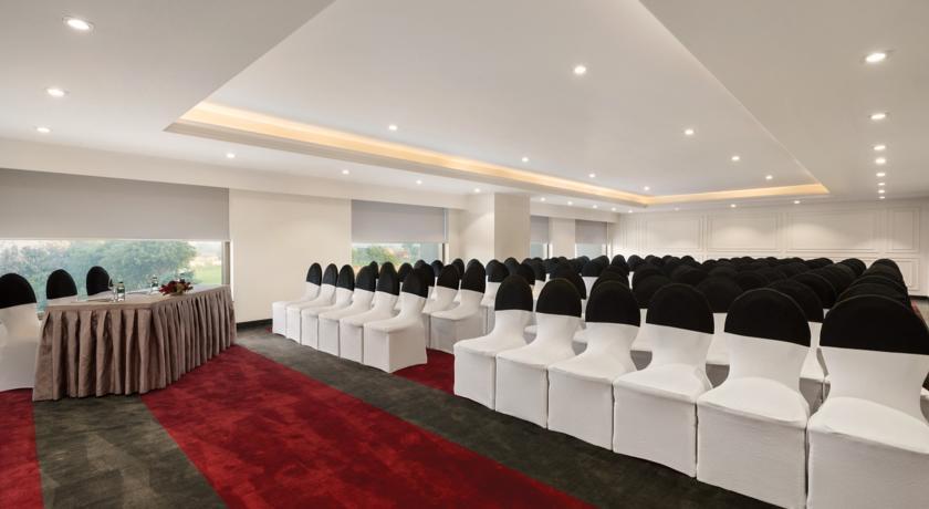 هتل پنج ستاره رامادا پلازا آگرا