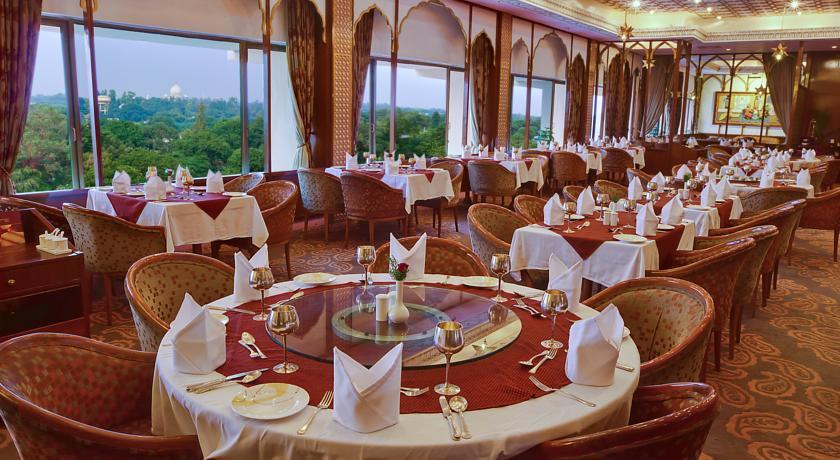 هتل CLARKS SHIRAZ آگرا