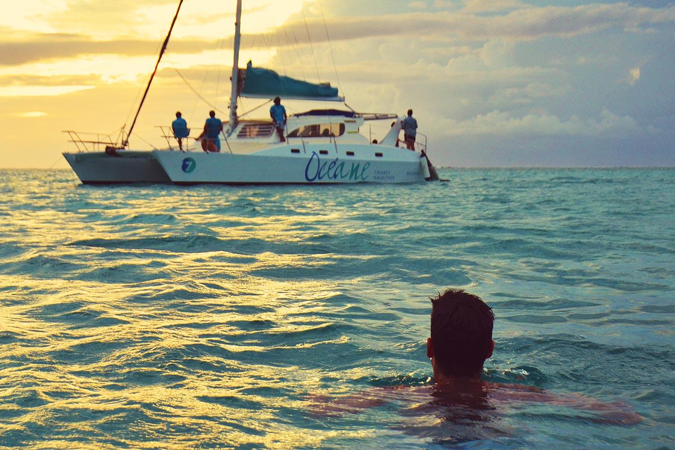 کشتی تفریحی کاتاماران موریس
