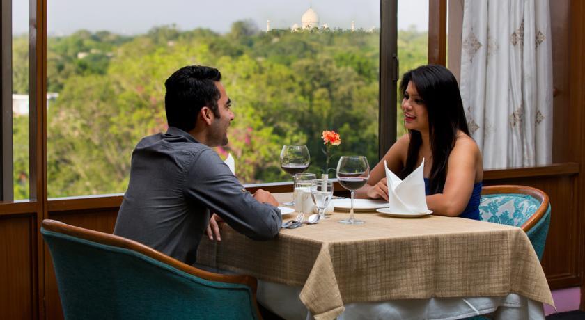 هتل پنج ستاره کلاکز شیراز