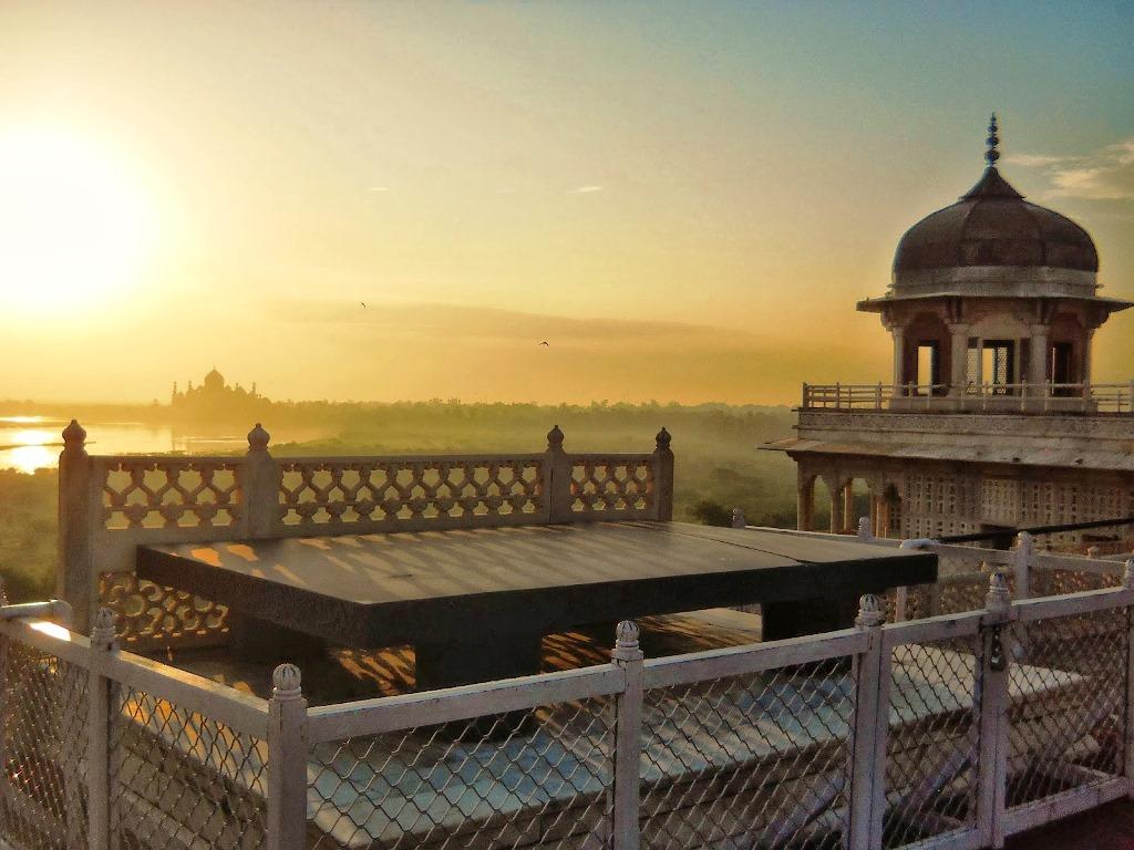 لال قلعه آگرا هند