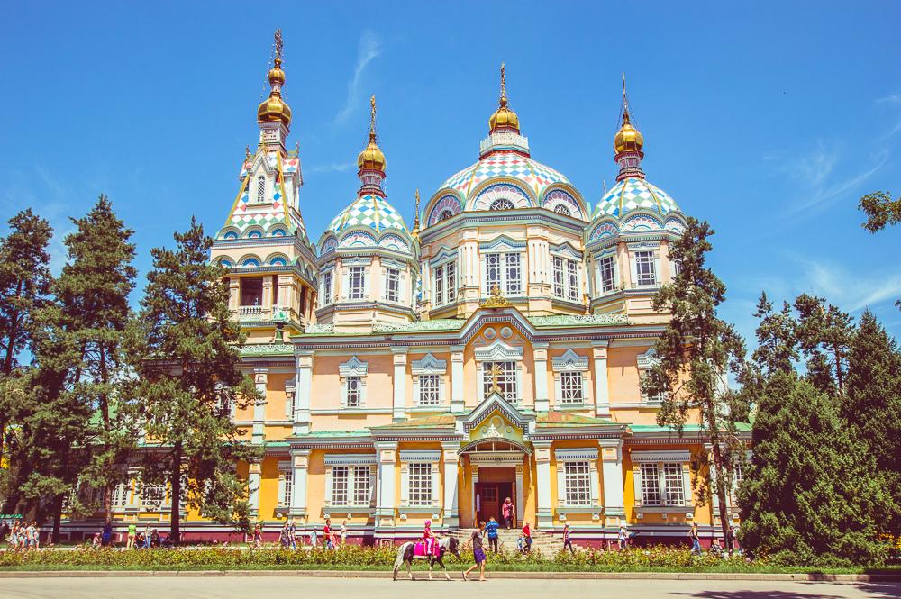 کلیسای زیبای آلماتی