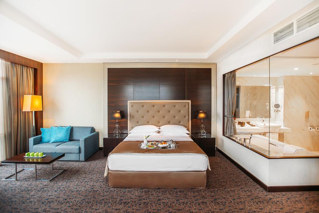 نمای داخلی هتل 5* بیلتمور تفلیس