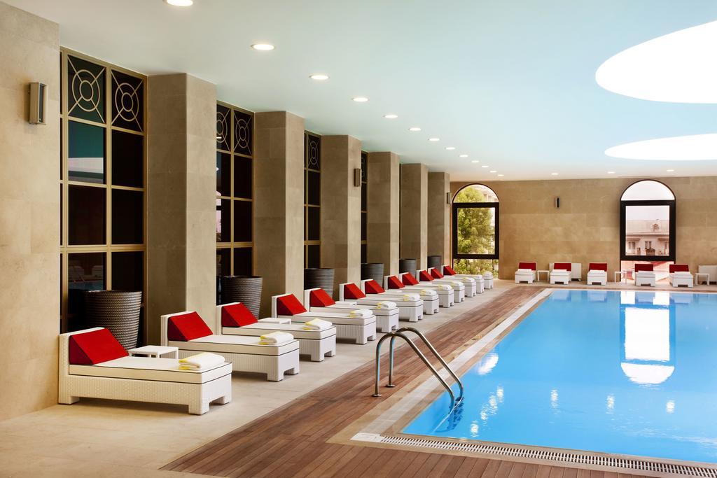 تصویری از استخر سرپوشیده هتل شرایتون