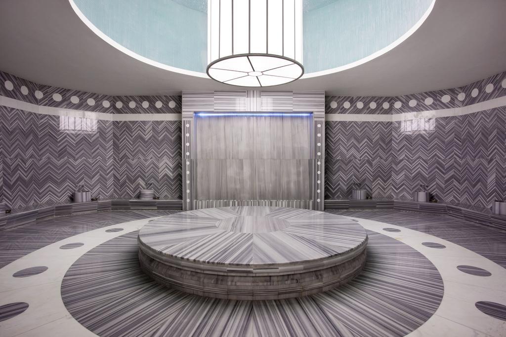 نمای داخلی هتل شرایتون باتومی