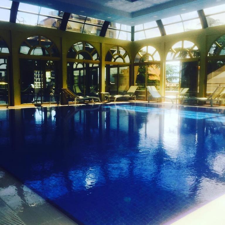 استخر هتل ویندهام