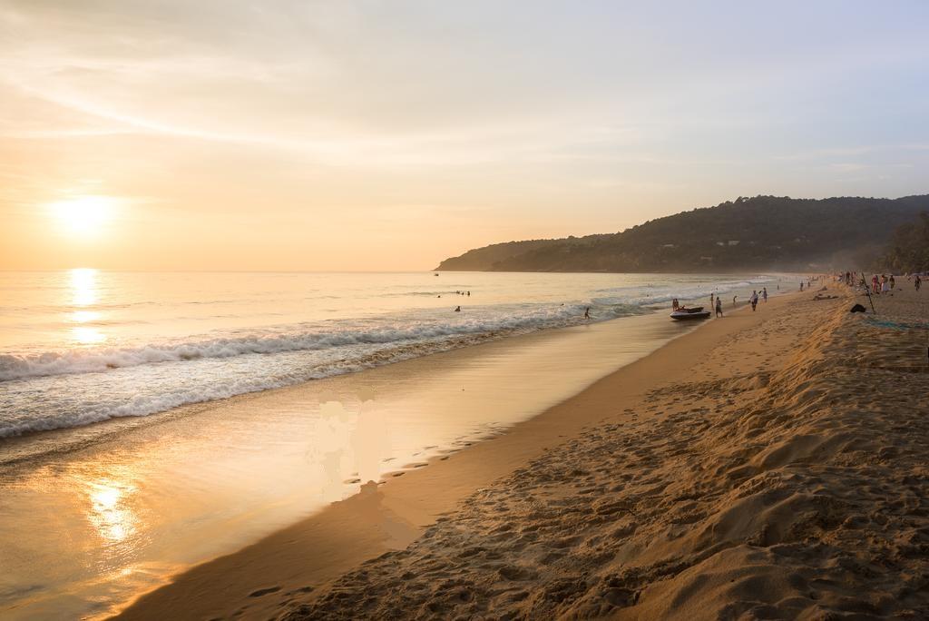 غروب آفتاب کنار ساحل