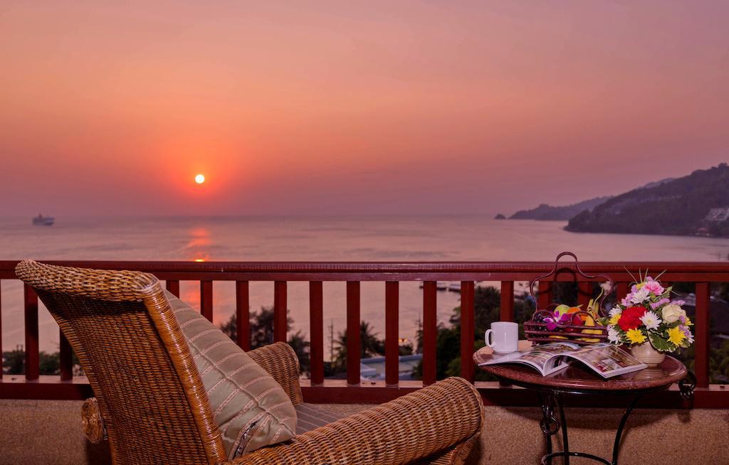 غروب آفتاب دریا از روی تراس اختصاصی اتاقهای هتل نووتل