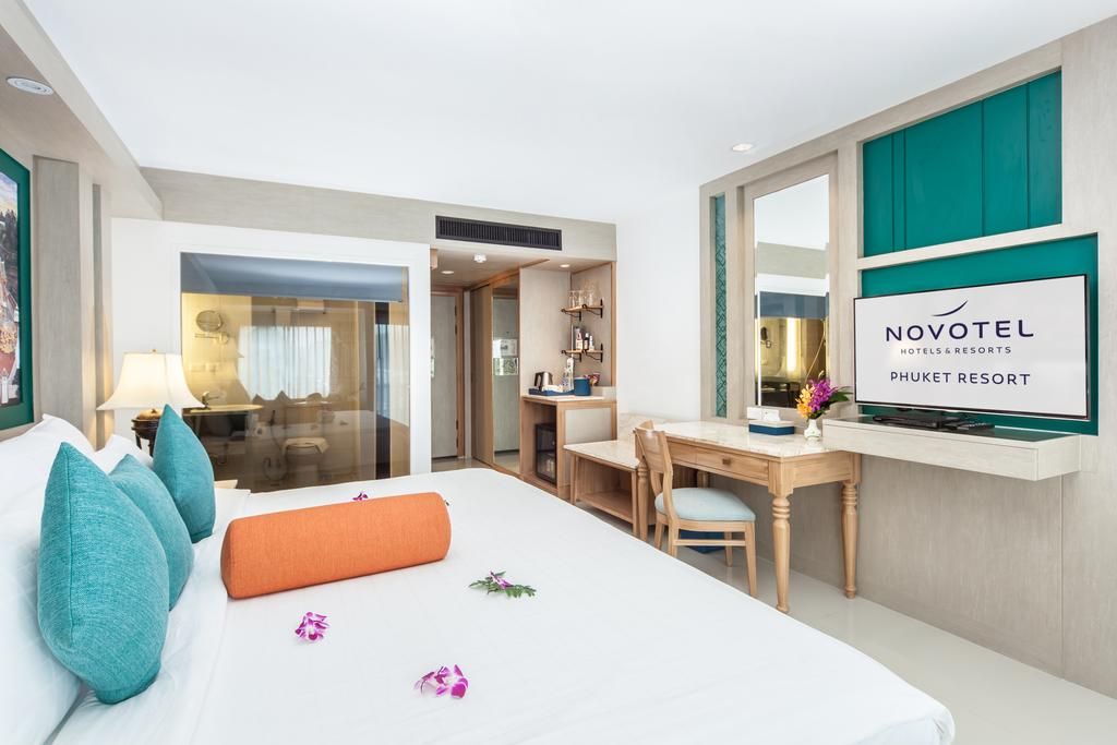 نمای داخلی هتل نووتل ریزورت