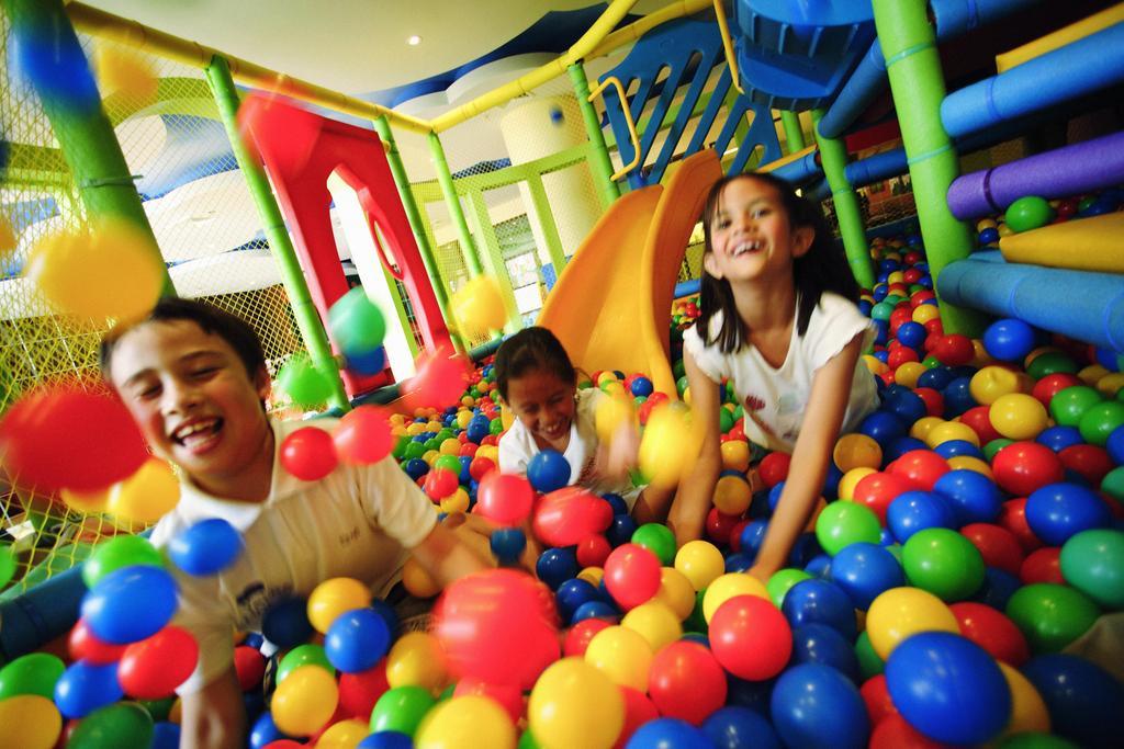مرکز تفریحی و بازی هتل موونپیک