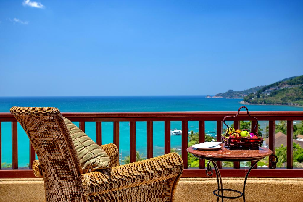 منظره چشم نواز دریا از روی تراس اختصاصی اتاقهای هتل نووتل