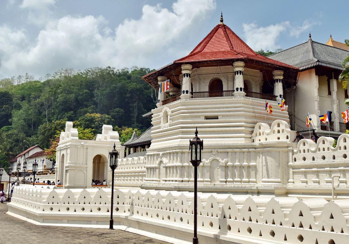 معبد دندان بودا، کندی