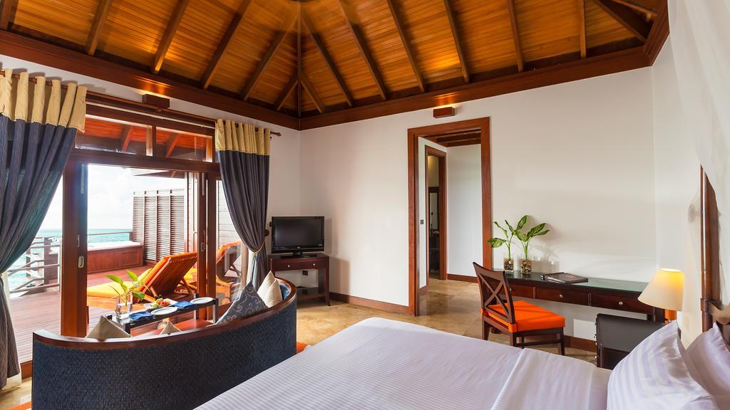 نمای داخلی هتل اولهوولی مالدیو۱۰