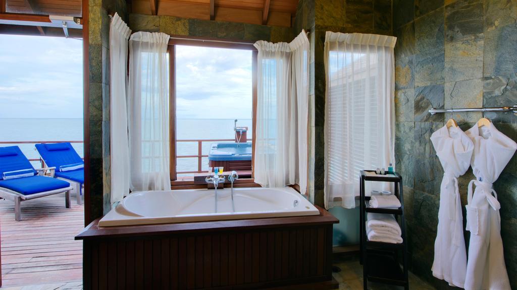 نمای داخلی هتل اولهوولی مالدیو۱۲