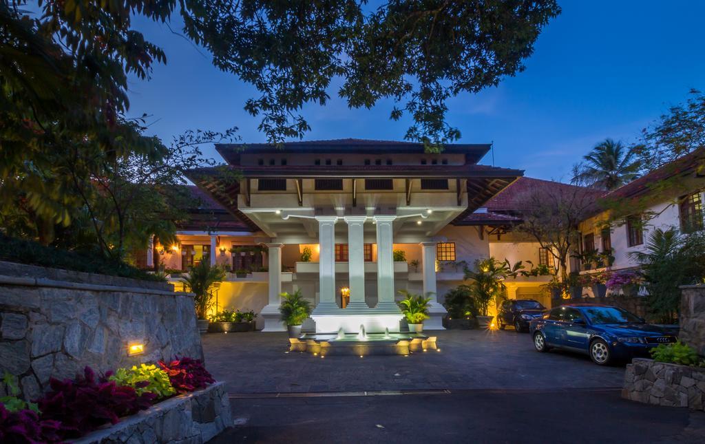 نمای خارجی هتل ماهاولی