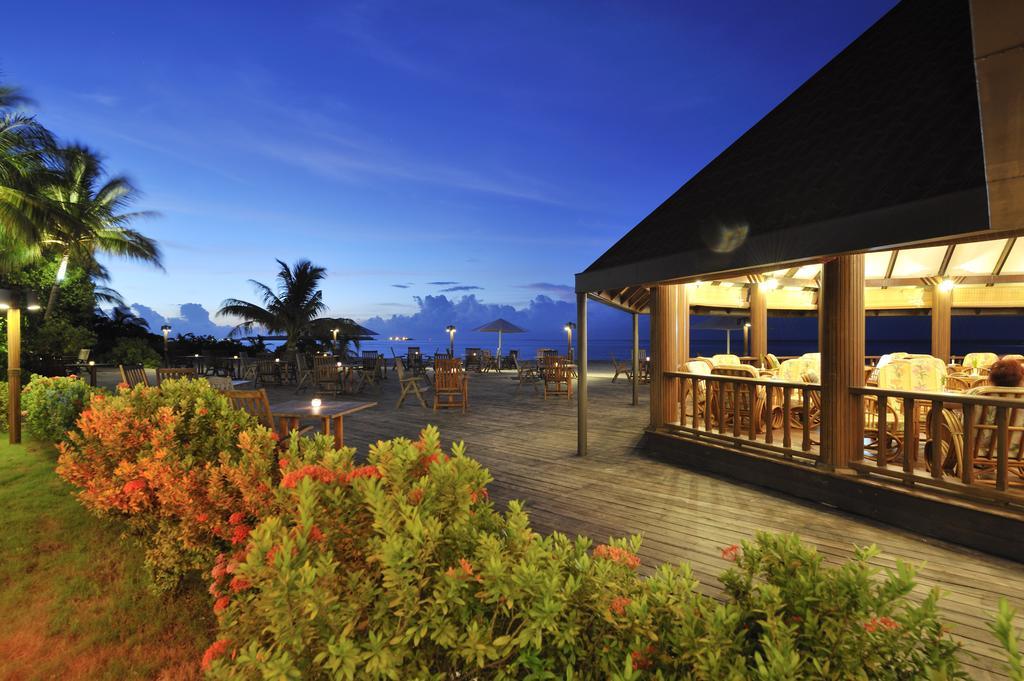 نمای شب در هتل هالیدی آیلند