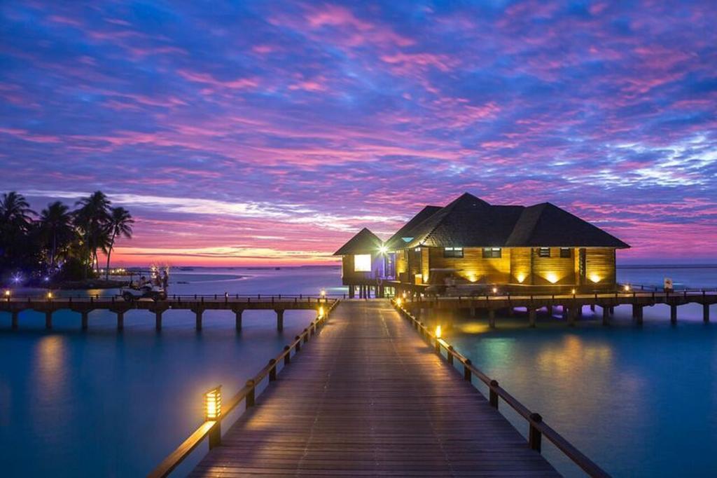 نمای ویلاها در شب هتل سان سیام مالدیو