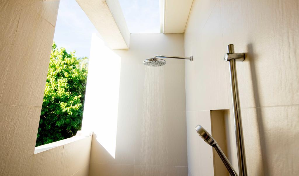 نمای داخلی حمام هتل هالیدی این کاندوما مالدیو