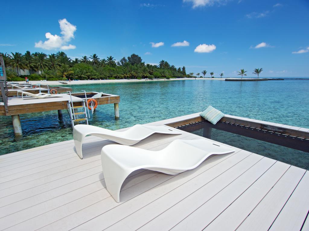 تراس هتل هالیدی این کاندوما مالدیو