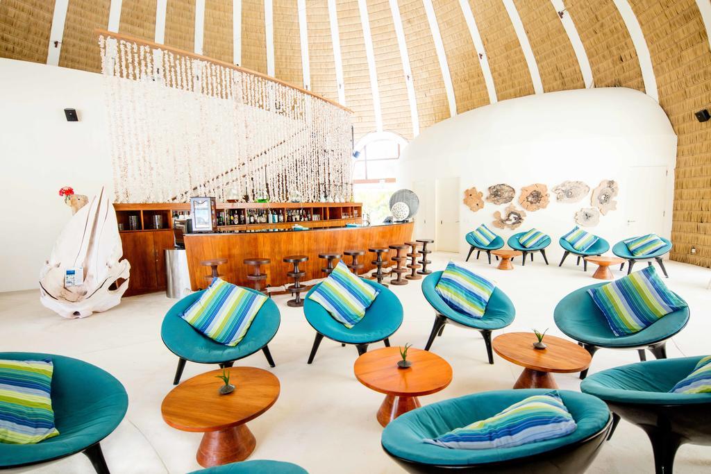 نمای داخلی کافه در هتل هالیدی این کاندوما مالدیو