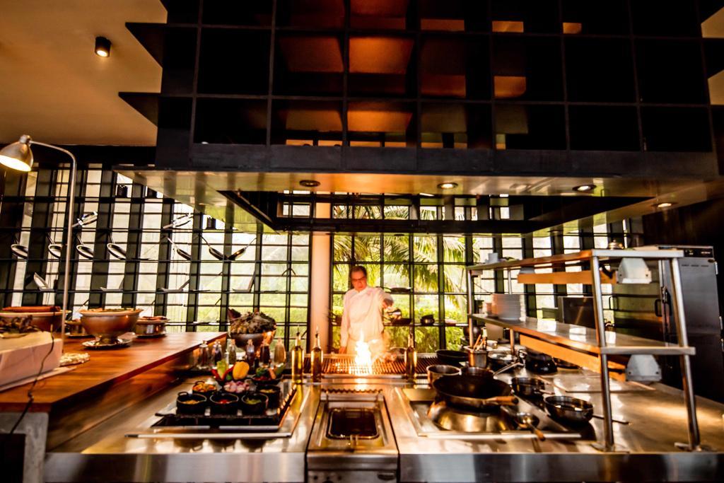 رستوران هتل هالیدی این کاندوما مالدیو