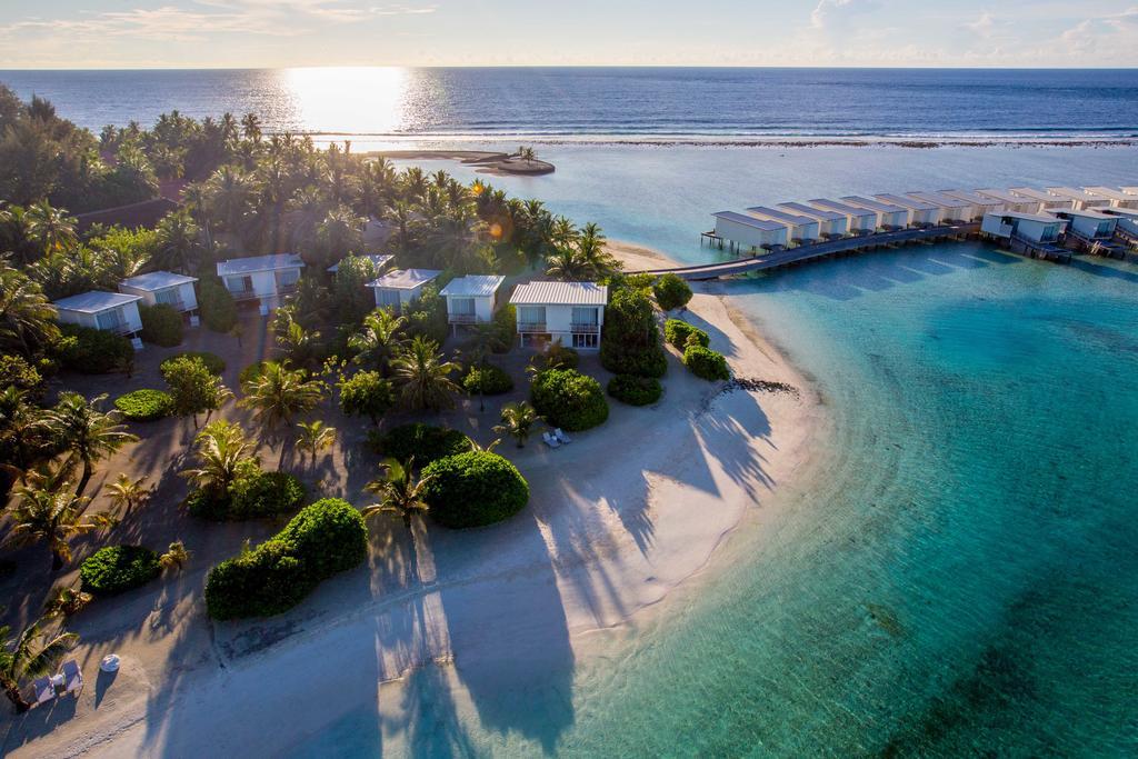نمای از بالای ویلاهای هتل هالیدی این کاندوما مالدیو