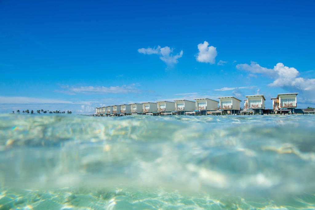 نمای ویلاهای هتل هالیدی این کاندوما مالدیو