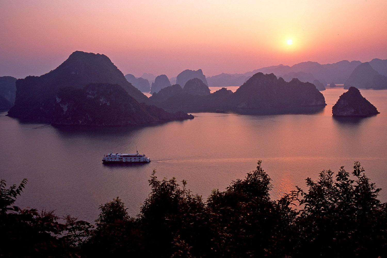 تور ویتنام هوشی مینه و هانوی و هالونگ
