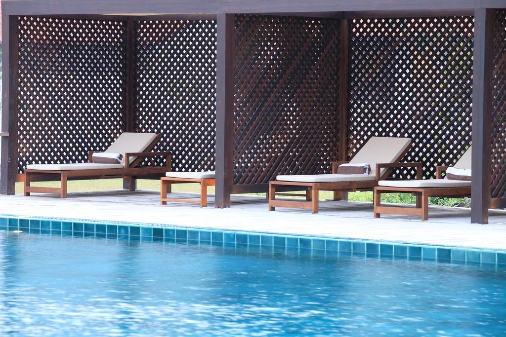 نمای بیرونی هتل جتوینگ لِگون