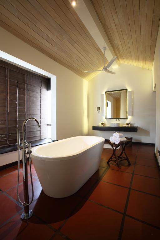 فضای داخلی هتل جتوینگ لِگون