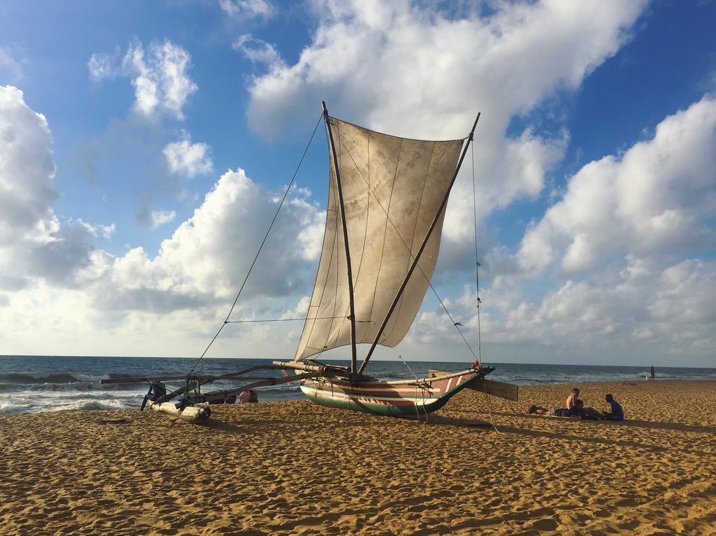 ساحل زیبای نگمبو