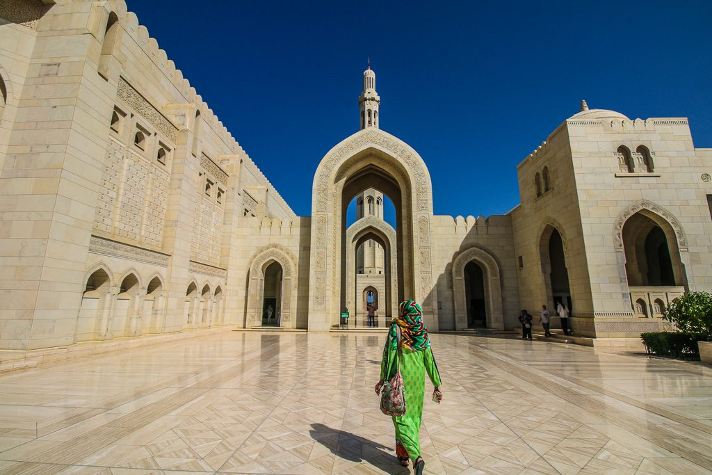 Photo of مسجد سلطان قابوس مسقط نماد تمدن و فرهنگ و سبک معماری عمان