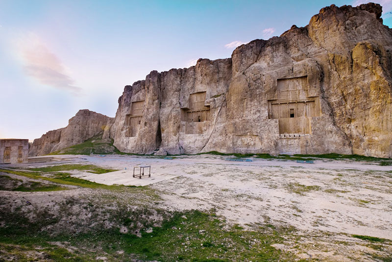 Photo of نقش رستم و کعبه زرتشت | آرامگاه داریوش | آرامگاه خشایار شاه