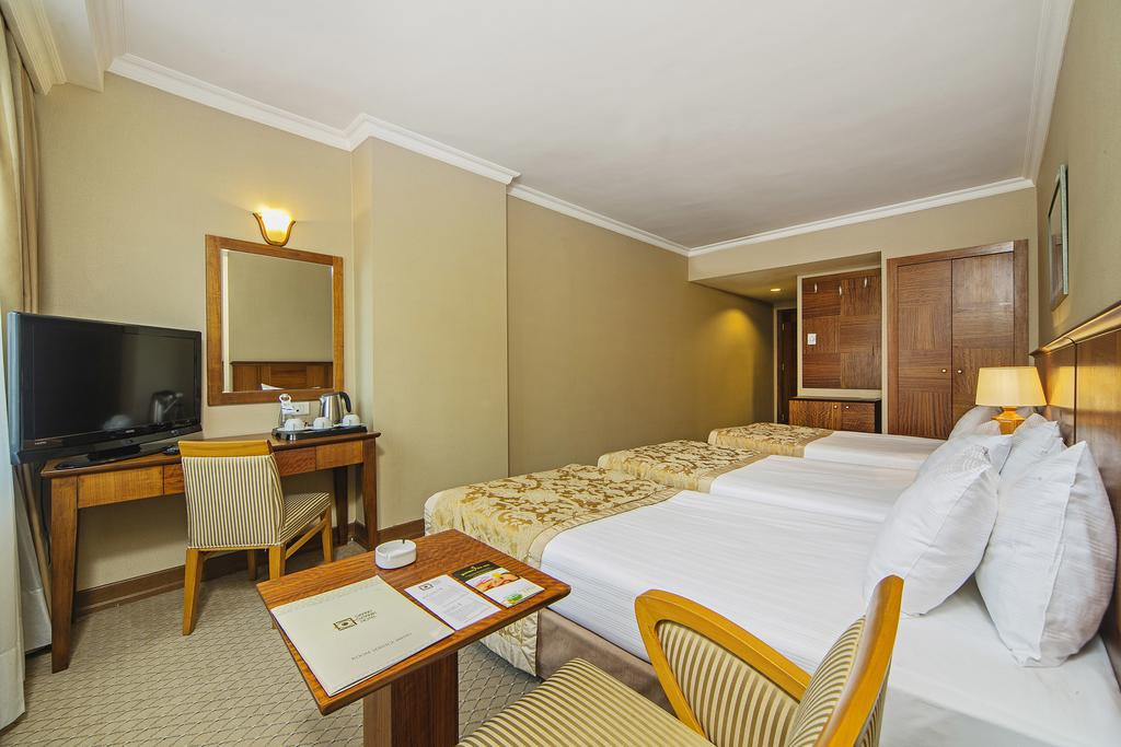هتل 4 ستاره گرند ازتانیک تکسیم
