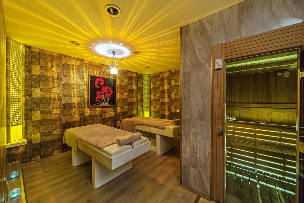 هتل 4 ستاره استخر دار میدان تکسیم