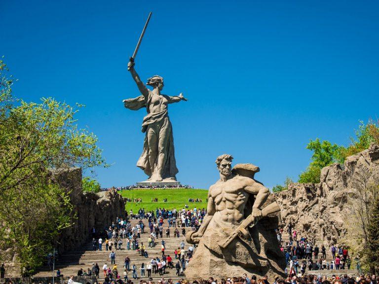 مجسمه مادر میهمن استالین گراد