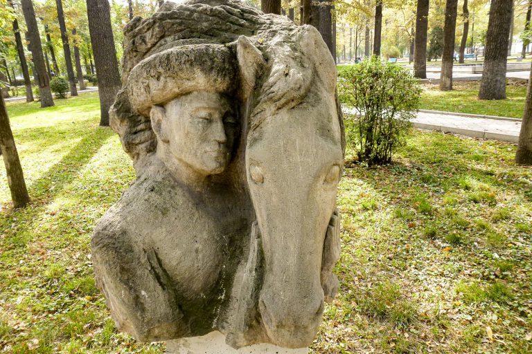 موزه ی فضای باز مجسمه ها بیشکک