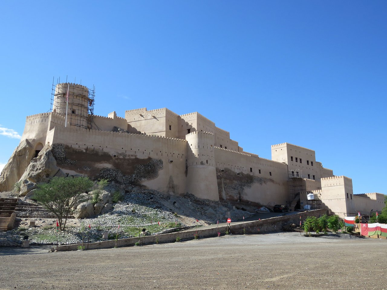 نمای قلعه نخل